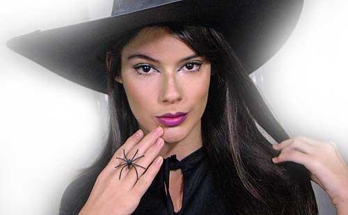monika sanchez de guapa al instante disfrazada de bruja