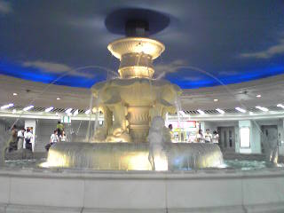 This fountain is in an underground passage in Umeda.