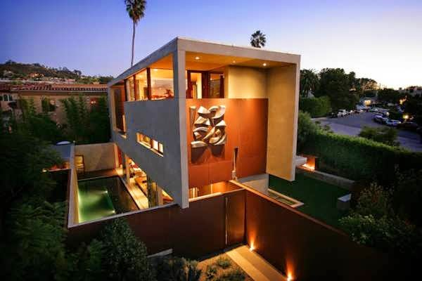 TOP 7 UNIQUE HOUSE DESIGN: URBAN CALIFORNIA HOUSE DESIGN FEATURES A STUCCO BOX RESTING ON STEEL WALLS, MAKING A CONTEMPORARY STYLE ADDITION TO THE CITY LANDSCAPE