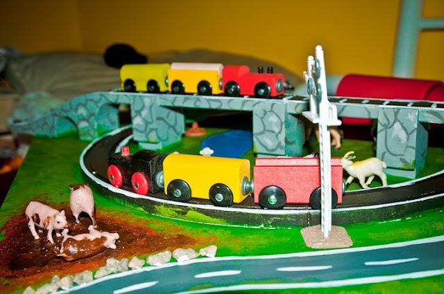 LACK train table