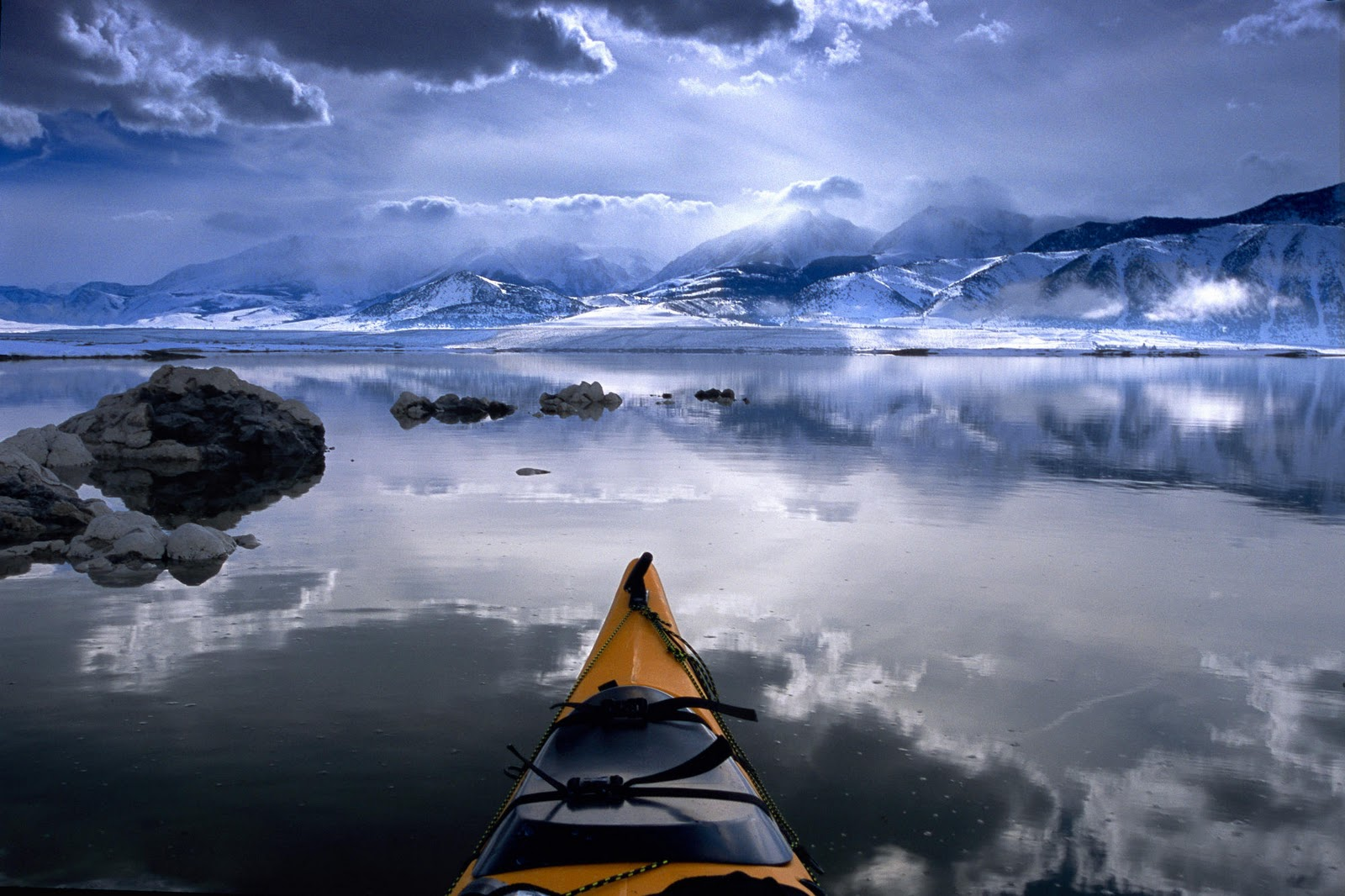 http://2.bp.blogspot.com/-D0TO-6z62to/TumTx7E_tMI/AAAAAAAAANs/kjlKOdArmsc/s1600/winter-kayaking-california-wallpaper-tab.jpg