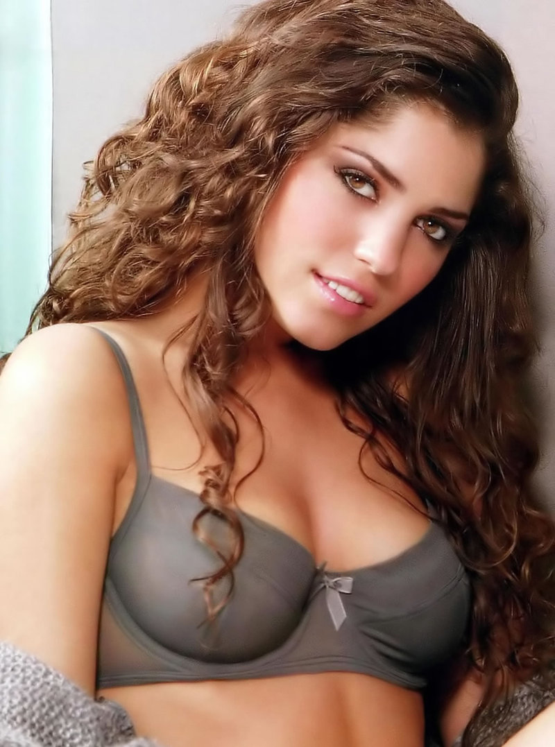 Yolanthe Sneijder-Cabau Hot Nude Photos 13