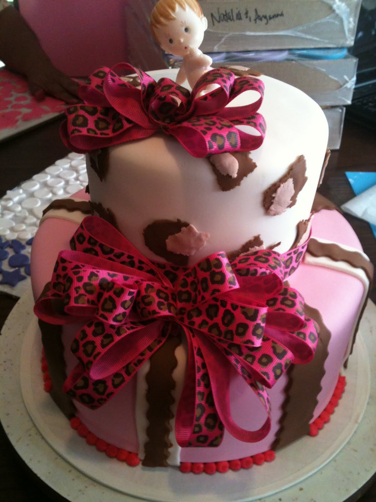 Hector\'s Custom Cakes: hot pink cheetah print 2 tier