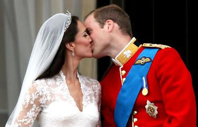 foto ciuman Pangeran William dan Kate Middleton