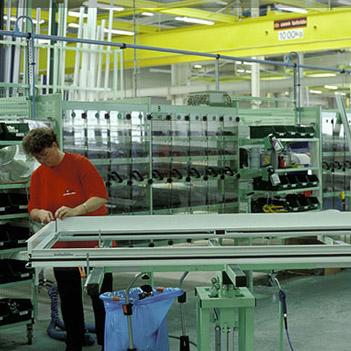 Puertas correderas de aluminio deslizantes k line for Fabrica de puertas de aluminio