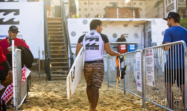61 Billabong Pipe Masters 2014 Kai Barger Foto ASP