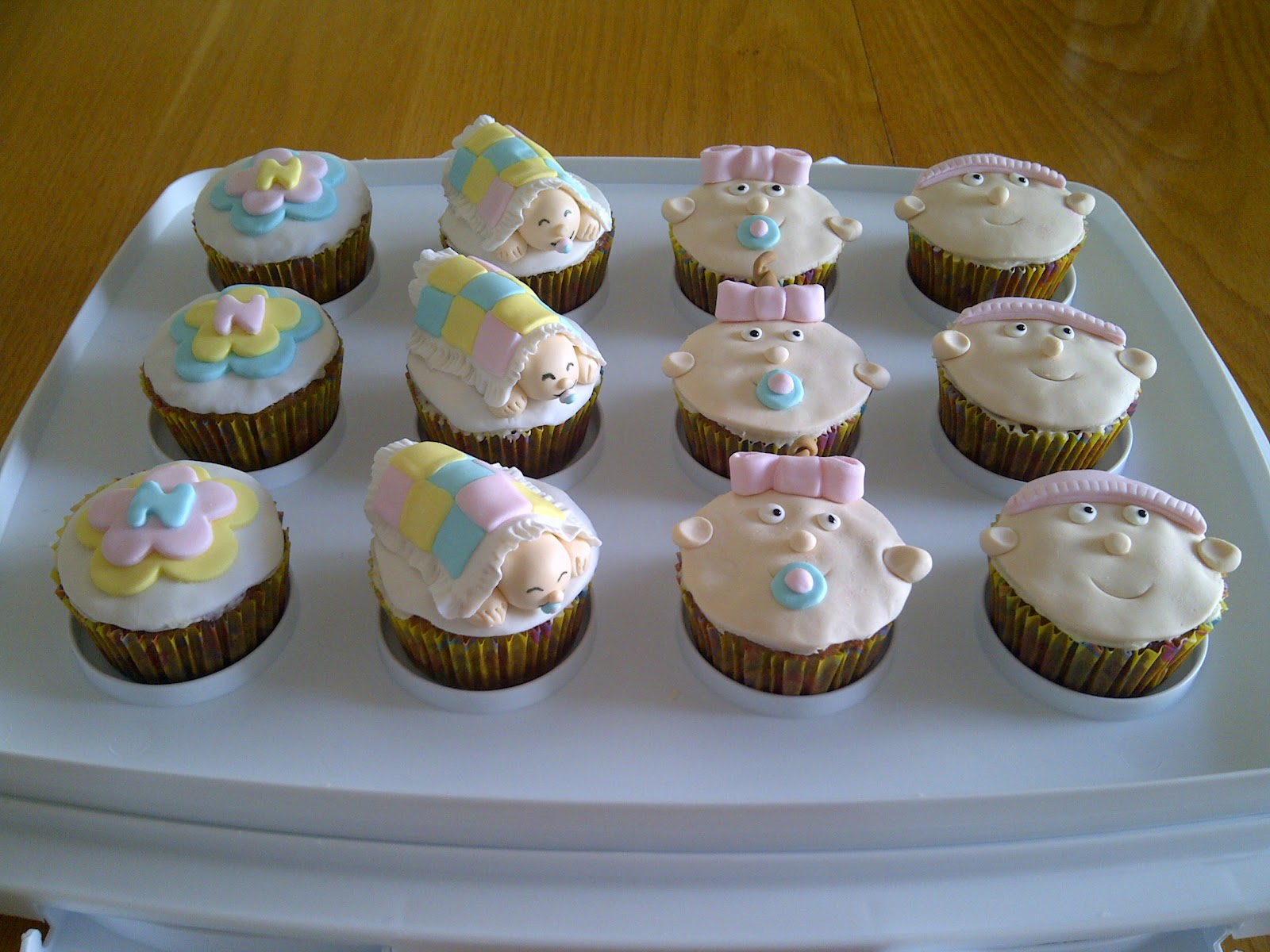 cake decorating noni baby shower cupcakes. Black Bedroom Furniture Sets. Home Design Ideas