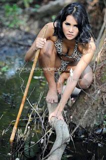 Laras Monca Model Majalah Popular World, April 2013 (Part 2)