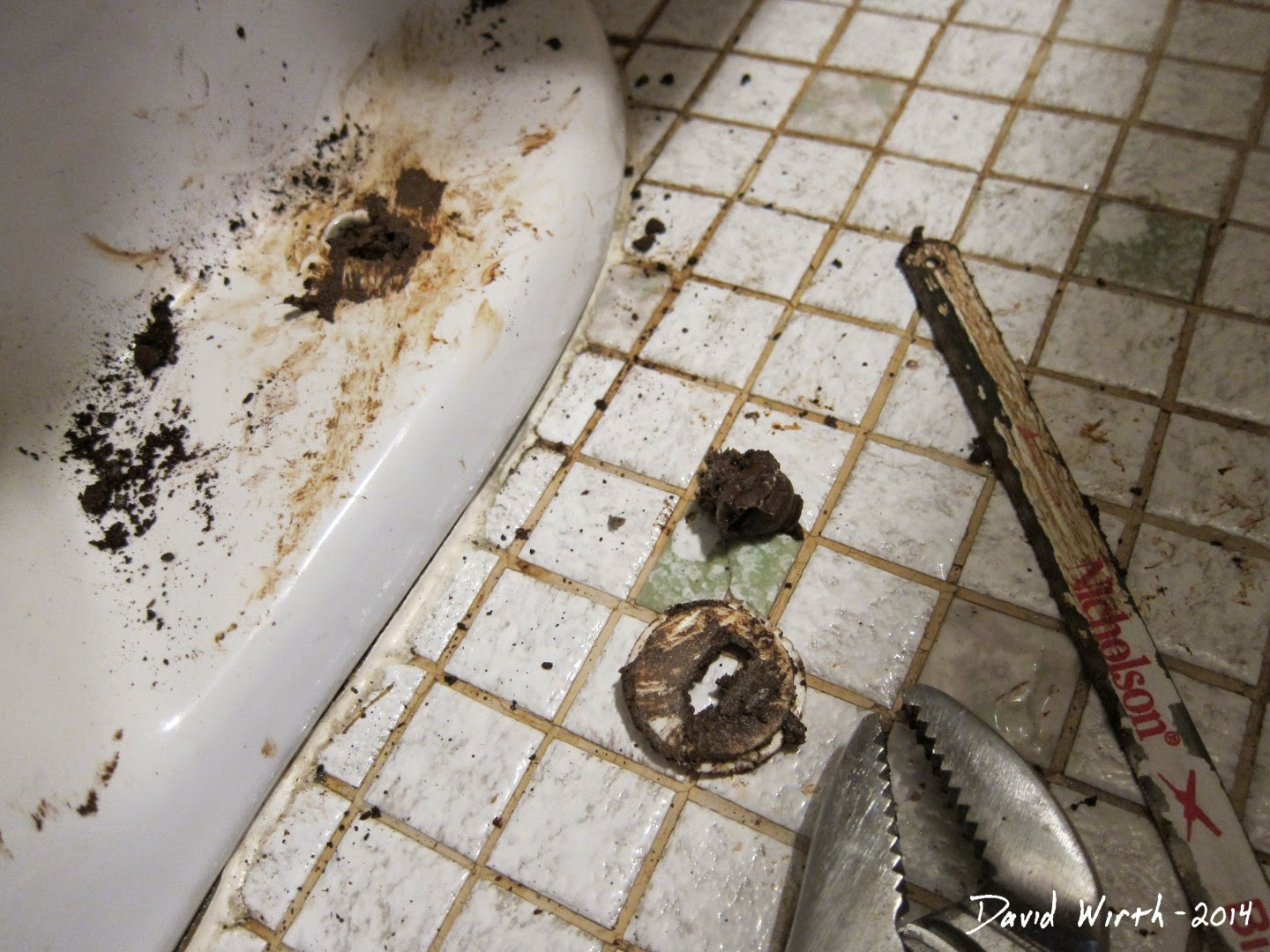 hard to remove toilet bolt, floor, rusted, saw,