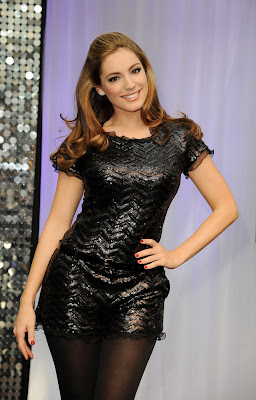 "Kelly Brook- ""Dance Central 2″ Lauch in London"