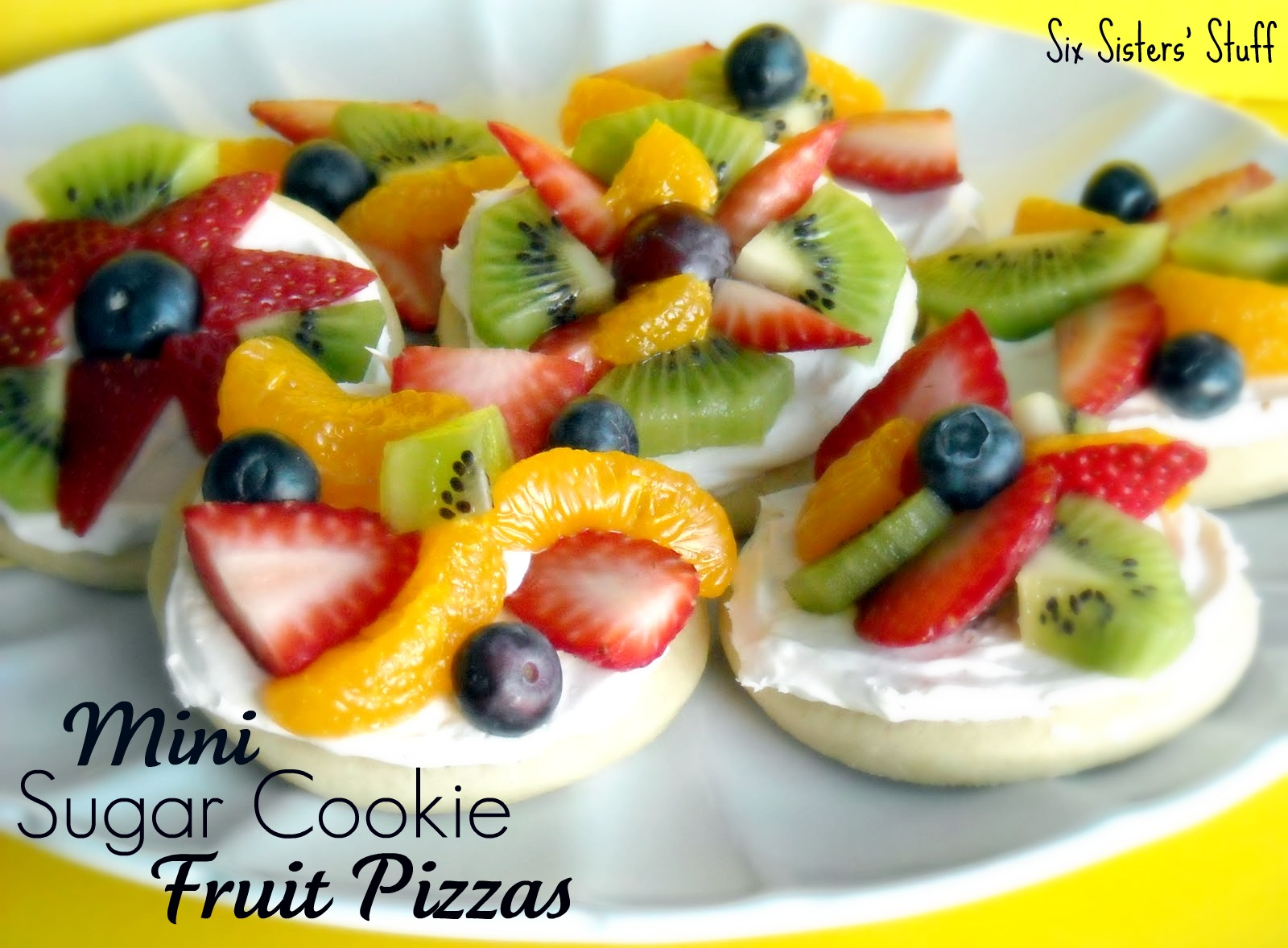 Mini fruit pizzas. by leila.D.leon
