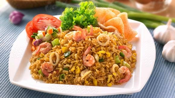 seafood fried rice ( nasi goreng seafood ) indonesian ...