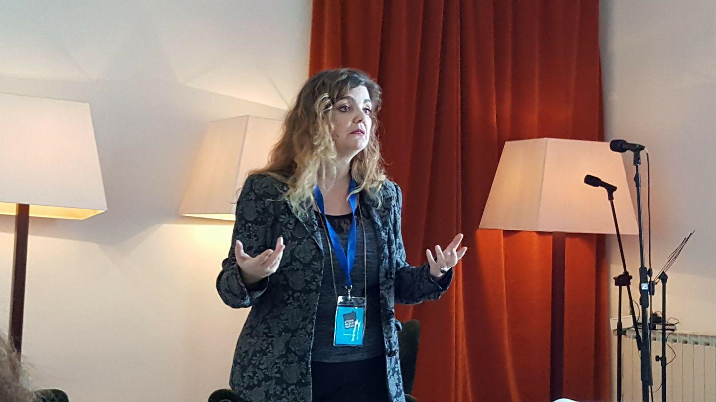 Eva Hibernia da una charla sobre el coaching de poesía