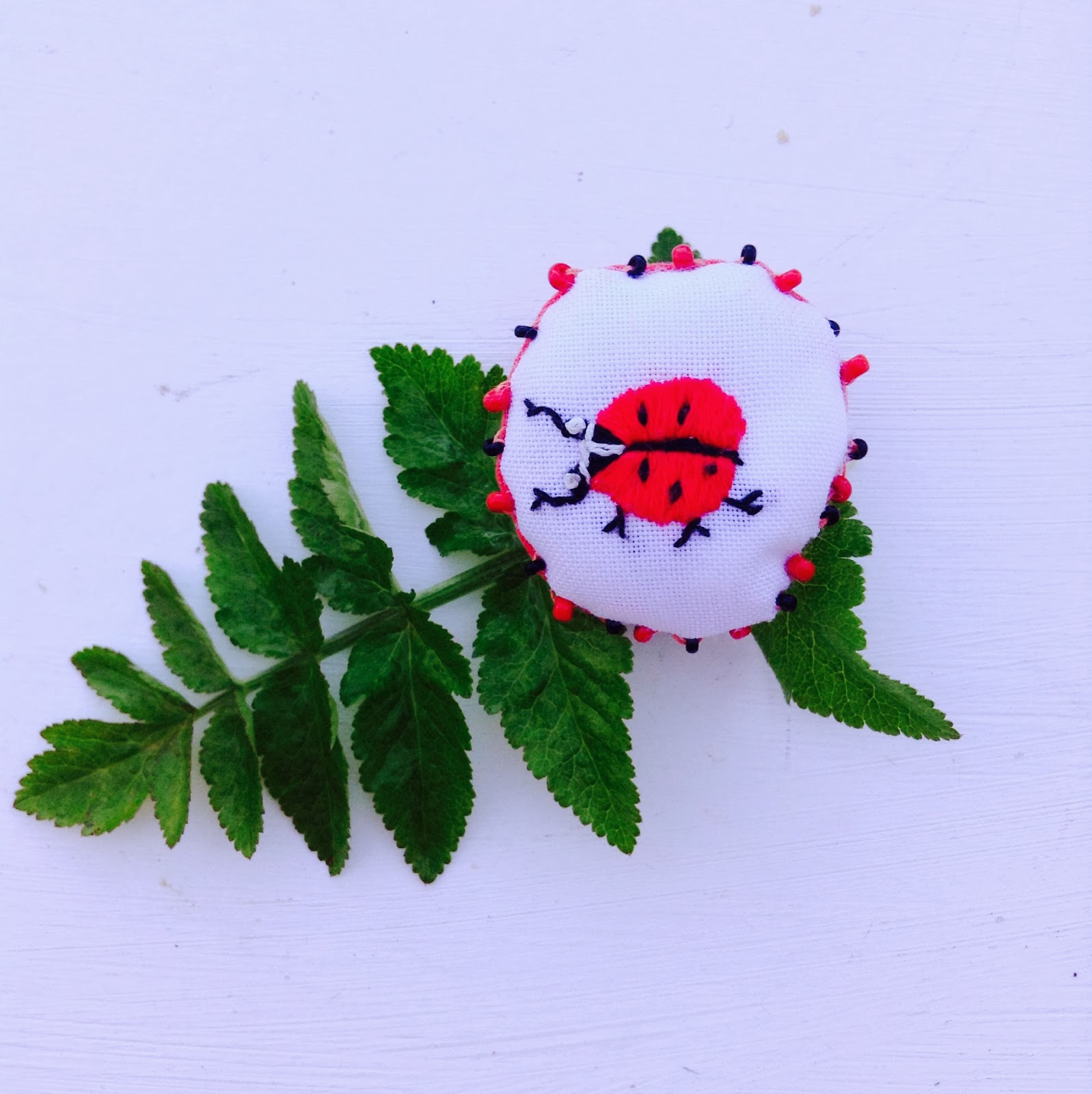 broche broderie coccinelle