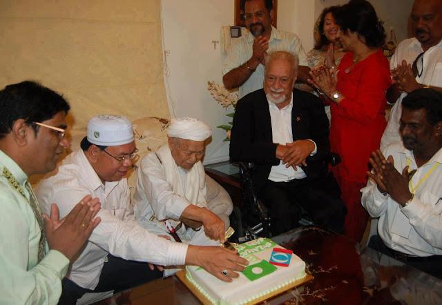 Tuan Guru Nik Aziz + Karpal Singh