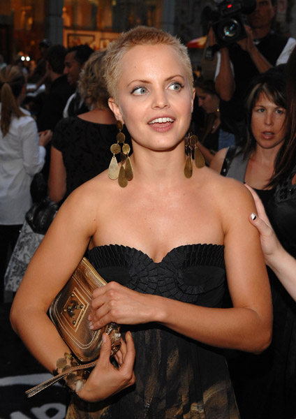 mena suvari short hair. Mena Suvari, who shaved her