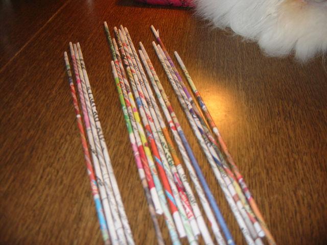 Как сделать трубочки из газет для плетения поделок - Stp-lab.ru