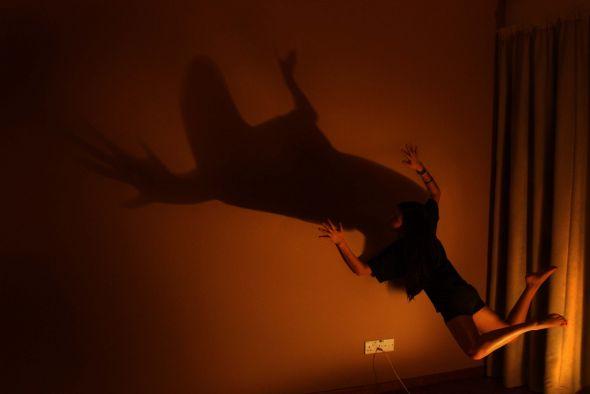 Kylie Woon fotografia photoshop surreal solidão melancolia Inspirado em Peter Pan e sua sombra fugidia