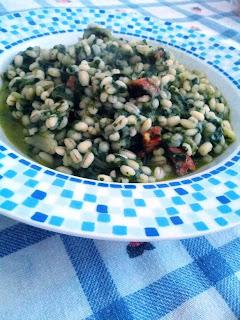 orzo con spinaci e salame piccante