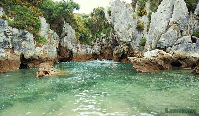 Foto-Pantai-Playa-de-Gulpiyuri_6