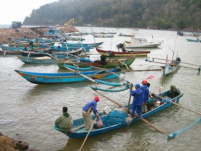 Gaji Kecil, Guru SMP Nyambi Jadi Nelayan