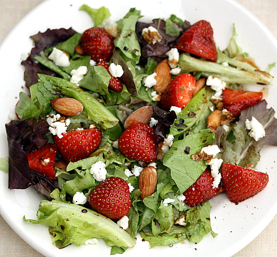 Mixed Green with Berries Almonds and Buttermilk Thyme Dressing Recipe