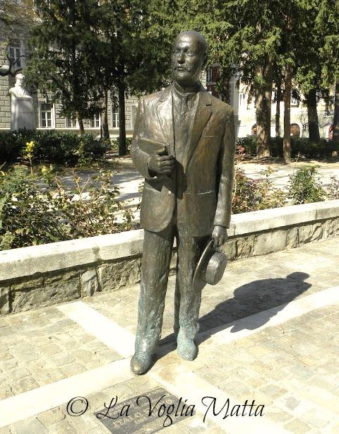Piazza A. Hortis statua di Italo Svevo