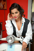 Hashika Dutt latest glam photo shoot-thumbnail-1