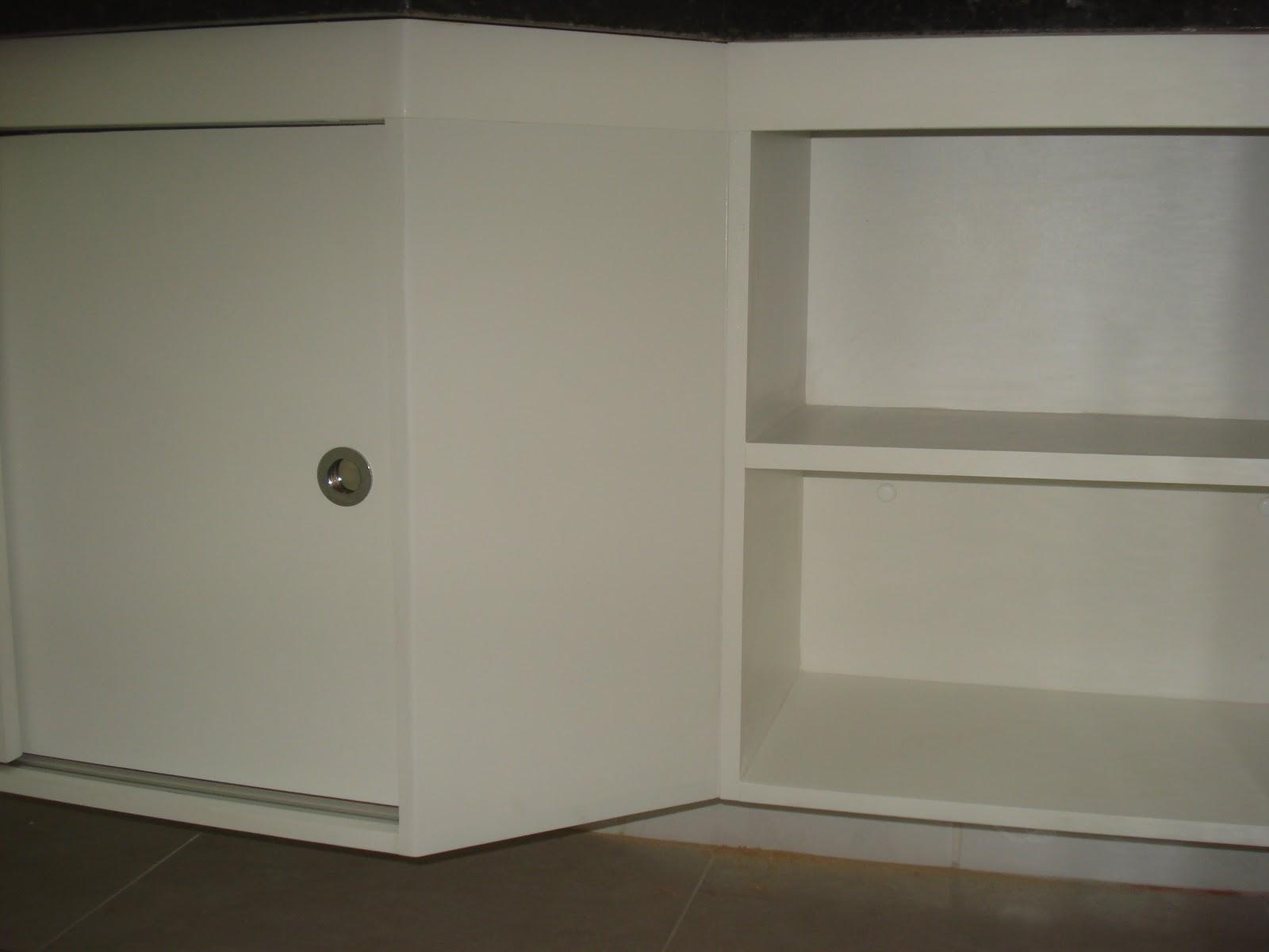 Planejados: Armário de Banheiro Branco com Portas de Correr #594D39 1600x1200 Armario Banheiro Porta De Correr