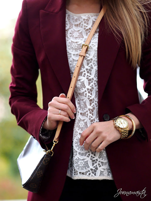 Lovely burgundy blazer and white lace fashion