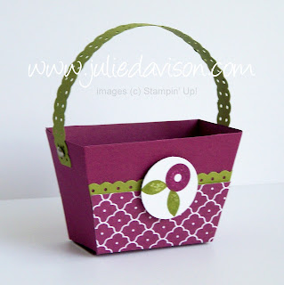 http://juliedavison.blogspot.com/2012/04/summer-smooches-purse-die-basket.html