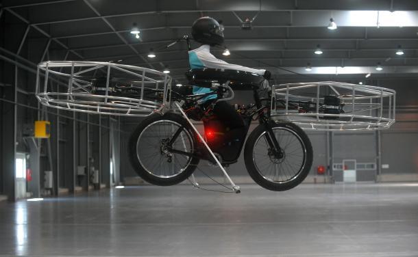 Sepeda Terbang Pertama Di Dunia