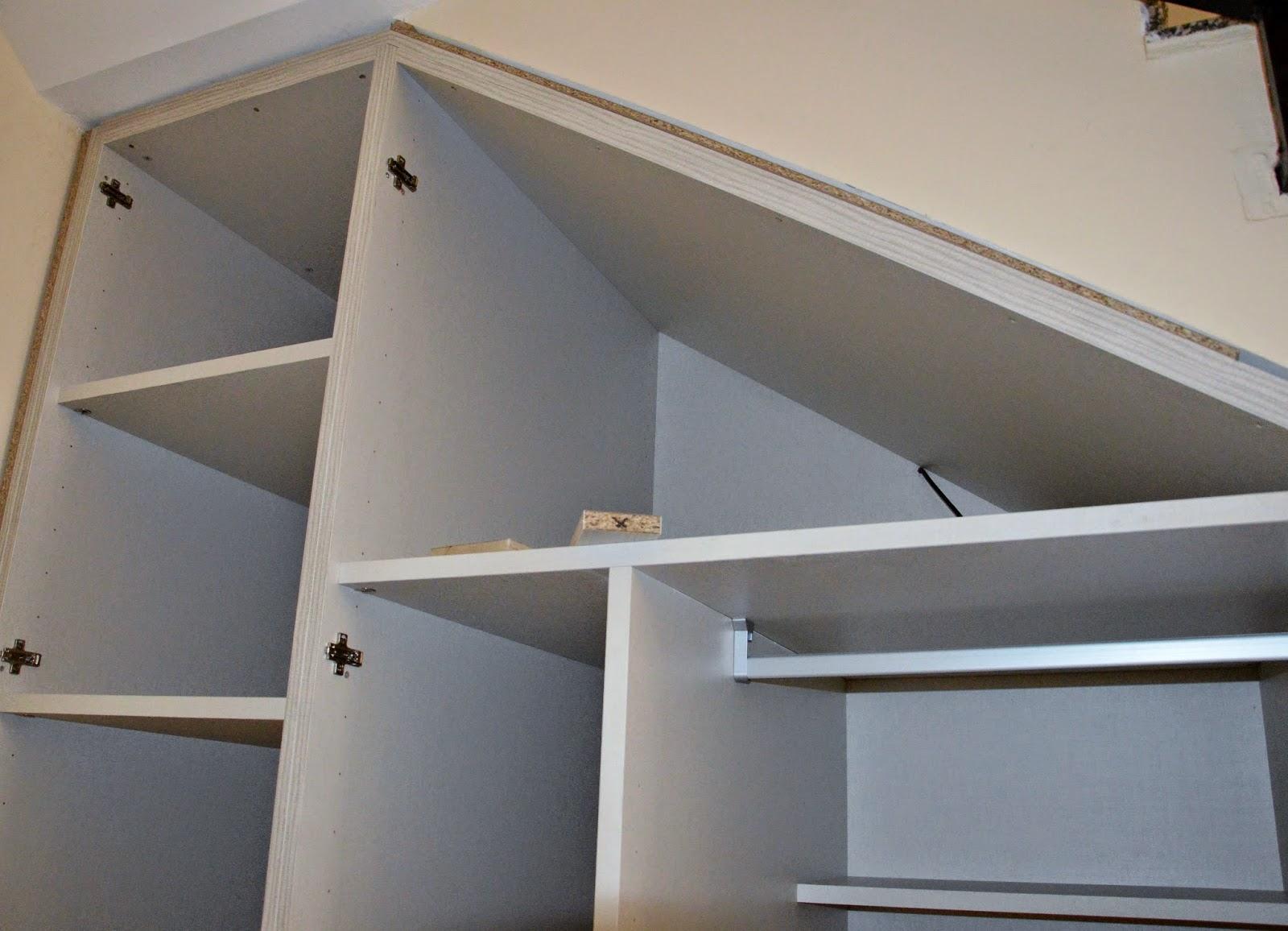 I d e a nuestro armario en el hueco bajo la escalera for Barra bajo escalera