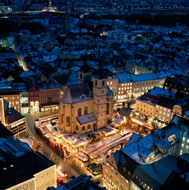 Surrounding the Neupfarr Church, the Regensburg market dates back to 1791. Photo: Bayern Tourism.