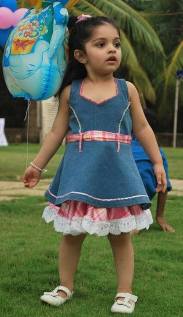 Ajith Kumar's daughter Anoushkaborder=