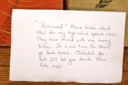 Pinjam Buku Pustaka Tahun 1963, Dikembalikan Tahun 2015. Luar Biasa