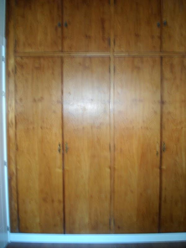 El desv n de los trastucos armario renovado y empapelado for Como empapelar puertas