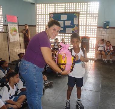 Em 2012, também tivemos a cesta de Páscoa e dois alunos foram sorteados....