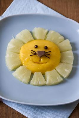 http://www.littlecook.es/index.php/es/categorias/y-de-postre-fruta/65-leon-de-pina-y-manga