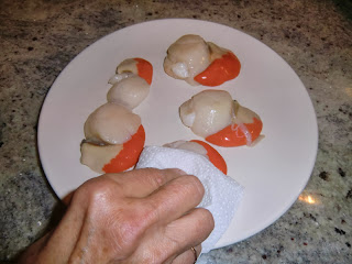 Dry the scallops