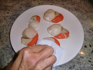 Dry the scallops