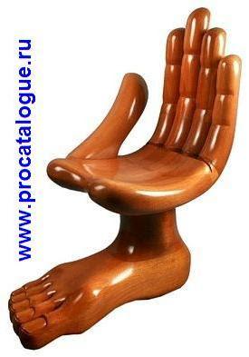 Креативные стулья рука нога. Стул в виде человеческой руки и ноги. Стулья из дерева.