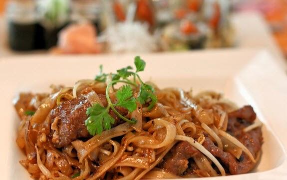 Stir-fried Noodles with Sliced Pork (Mì Xào Thịt Heo Lát)3