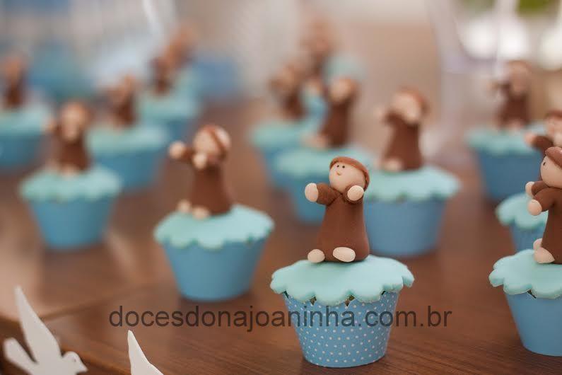 Mini cupcake decorado com São Francisco de Assis - uma homenagem ao nosso amado Papa