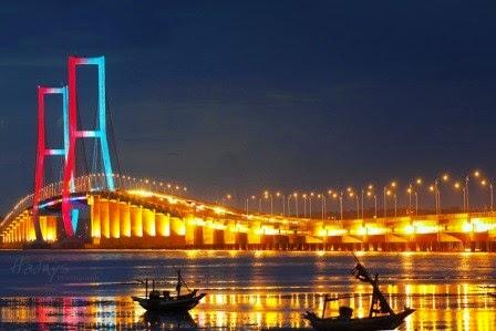 Jembatan suramadu : tempat wisata surabaya yang terkenal