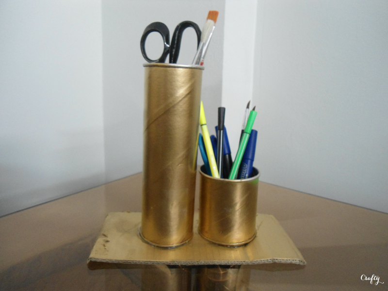 crafty  diy pringles can organizer