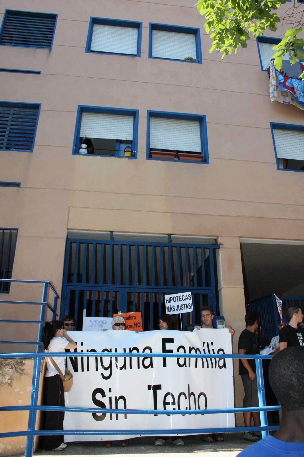 La asamblea 15m legan s intentar frenar otro desahucio en un piso del ivima este lunes 18 - Pisos de bancos en leganes ...