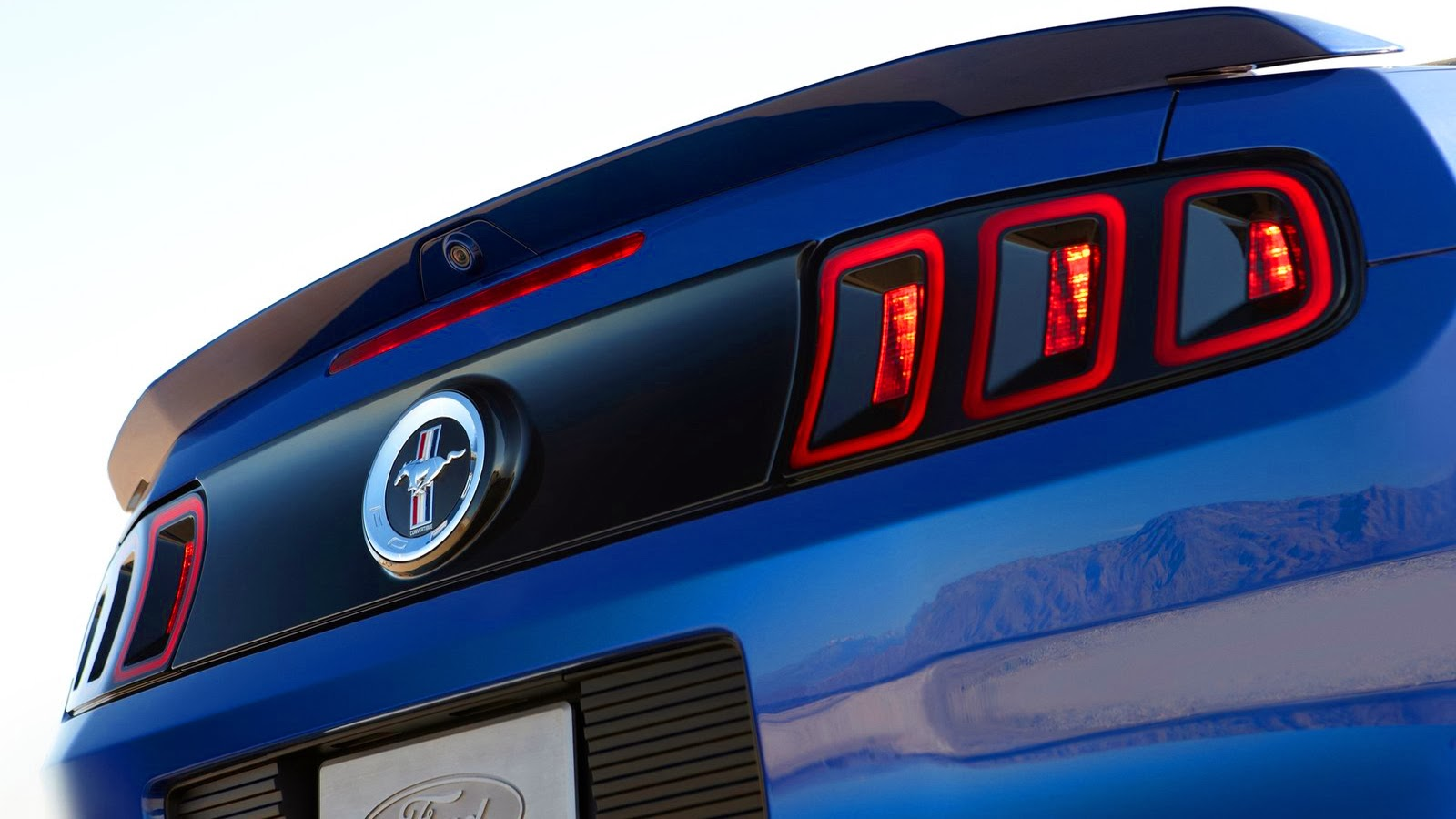 DESIGN Ford Mustang 2015 vs Ford Mustang 2014 | CARWP