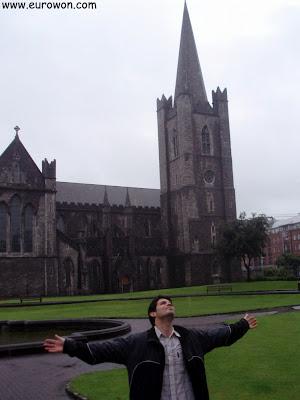 Disfrutando de la lluvia de Dublín en Irlanda