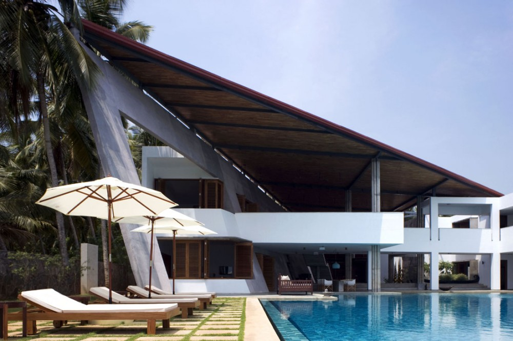 Clothespeggs beautiful home in kerala southern india for Beautiful houses in india